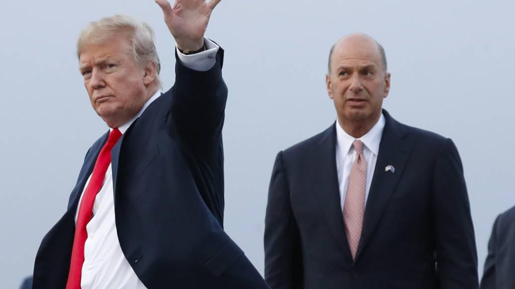 Der US-Botschafter bei der EU, Gordon Sondland (r), ist enttäuscht. Er wollte vor dem Kongress erscheinen. Doch die Regierung von US-Präsident Trump hat seine Aussage in der Ukraine-Affäre blockiert.