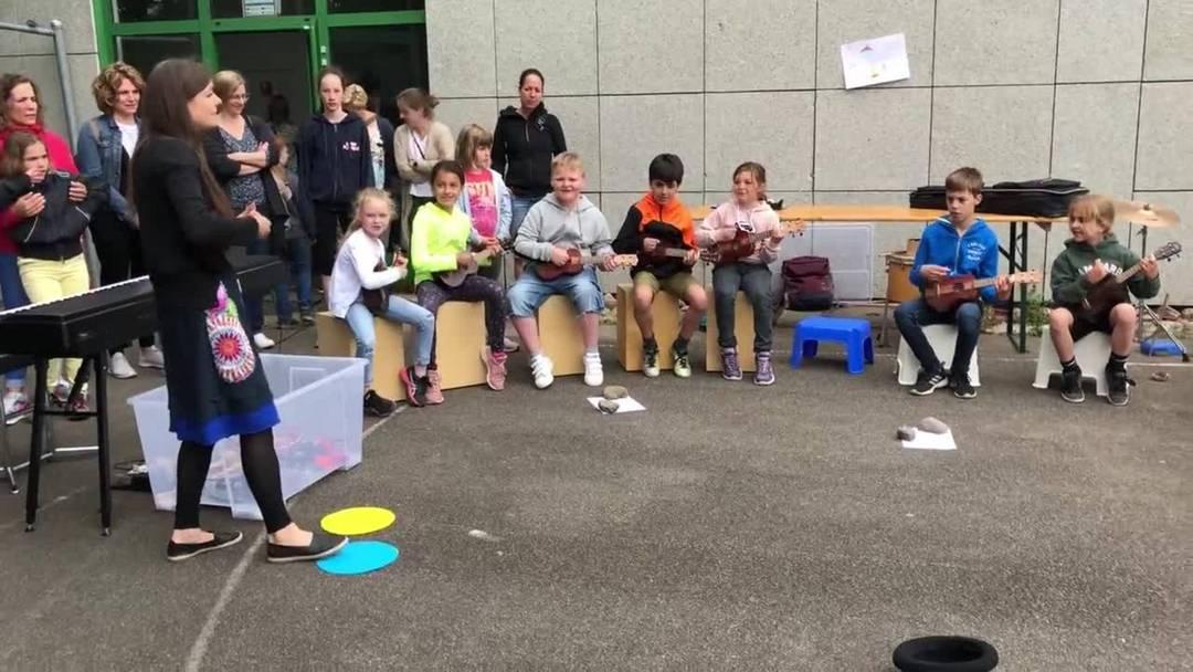 Pausenplatz-Einweihung Strassenmusikanten