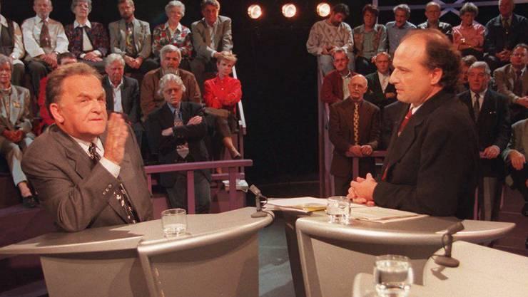 1993–1999: Filippo Leutenegger mit dem damaligen Bundesrat Otto Stich in einer Arena (1996).