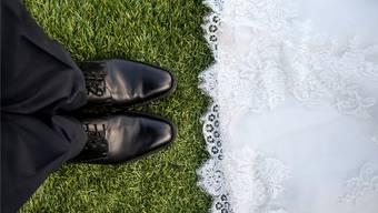 Mehr Verheiratete würden von der Abschaffung der Heiratsstrafe profitieren. Die CVP verlangt darum eine Wiederholung ihrer Abstimmung.