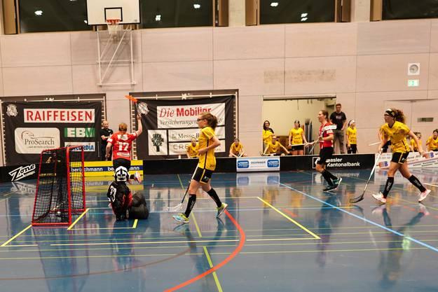 #72 Jasmin Bühler (Basel) freut sich über ihr Tor