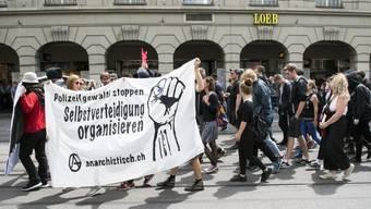 Das Polizeiaufgebot übertraf die Zahl der Demonstranten: Lediglich 70 Personen marschierten durch die Berner Innenstadt.