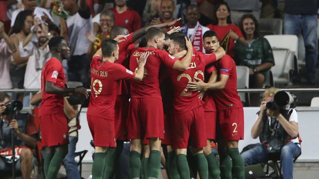Portugal feiert das 1:0 von André Silva