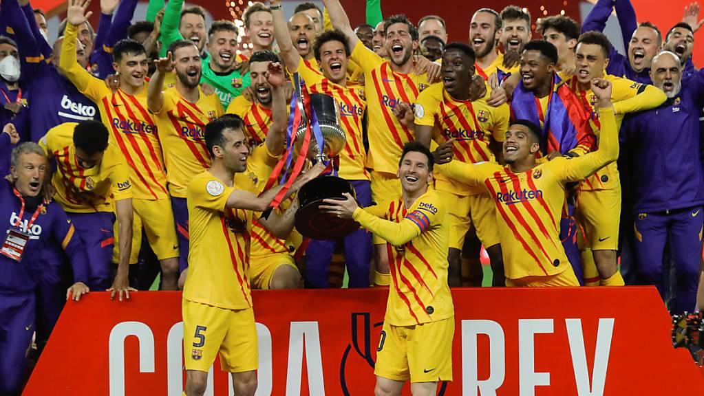 Der FC Barcelona freut sich über den 31. Cupsieg der Klubgesschichte.