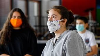 Ab nächster Woche wird auch an Aargauer Schulen Maske getragen..