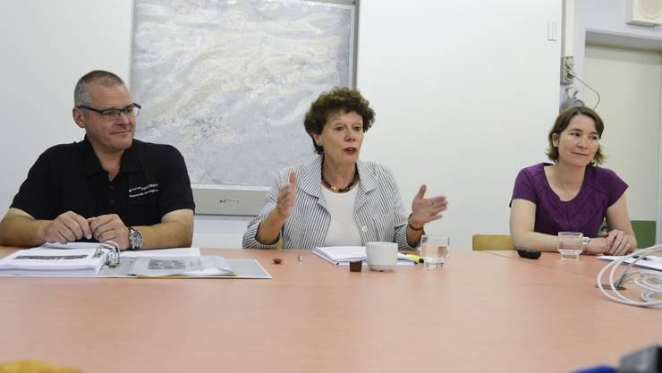 Für Notfälle gerüstet: Amtschef Diego Ochsner, Militärdirektorin Esther Gassler und Susanne Widmer, wissenschaftliche Mitarbeiterin.