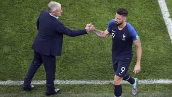 Olivier Giroud (rechts) und Didier Deschamps: An vorderster Front eroberte der bullige Stürmer das Herz seines Trainers.