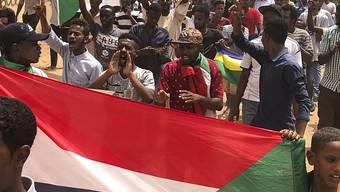 In der sudanesischen Hauptstadt Khartum sind am Sonntag erneut Tausende Demonstranten für die Einsetzung einer Zivilregierung im Land auf die Strasse gegangen.