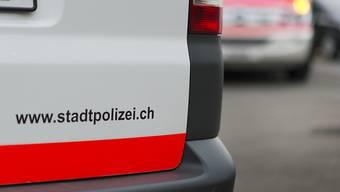 Die Kantonspolizei Zürich hat im Rückkehrzentrum in Glattbrugg einen Mann verhaftet, weil er sich nicht an die geltenden Abstandsregeln hielt. (Symbolbild)