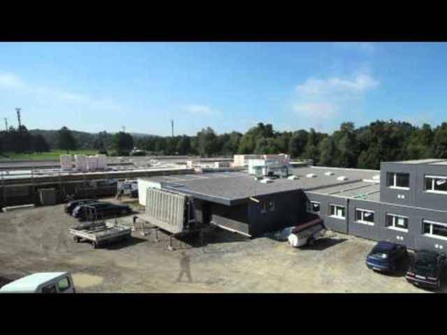 Das Video zeigt den Bau einer Container-Siedlung als Provisorium beim Neubau des Altersheims Lenzburg – ähnliche Pavillons wären auch für Asylunterkünfte denkbar.