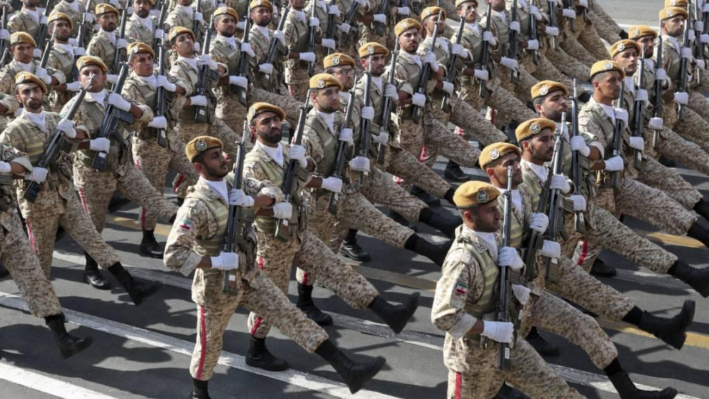 Grosse Militärparaden zum «Tag der heiligen Verteidigung»