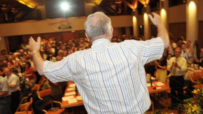 SVP-Stratege Christoph Blocher kauft 25 Gratis-Wochenzeitungen