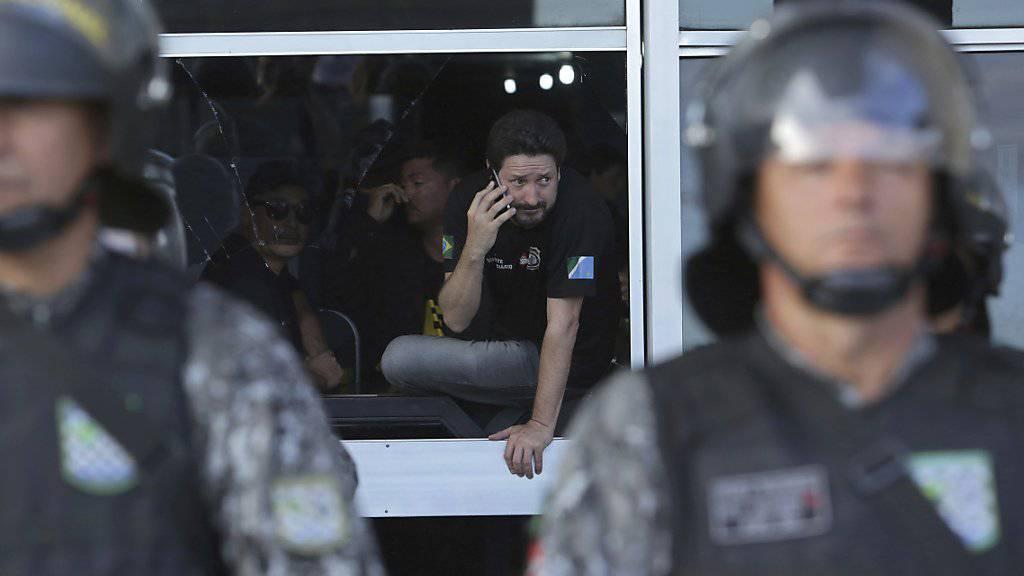 Gefängniswärter besetzen das brasilianische Justizministerium. Sie wollen damit auf ihre gefährlichen Arbeitsbedingungen aufmerksam machen.