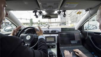 Die Swisscom schickte im Mai 2015 ein selbstfahrendes Auto auf Zürichs Strassen. keystone