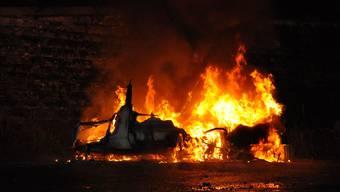 Der Wohnwagen brannte vollständig ab.