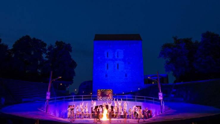 """Das Opernfestival Avenches - hier eine Szene aus """"Carmen"""" (2014) - ist wegen seiner besonderen Atmosphäre im Amphitheater ohnehin schon beliebt. Die kommende Ausgabe 2018 soll aber mit den grössten Opernhits zusätzlich Interessierte anlocken. (Archivbild)"""