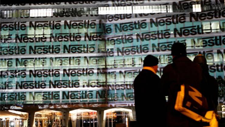 Den eigenen Namen auf den Hauptsitz in Vevey projiziert: An Selbstvertrauen mangelt es dem Lebensmittelmulti Nestlé nicht. LAURENT GILLIERON/KEY