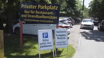 Das schöne Wetter lockte am letzten Sonntag unzählige Ausflügler an den Burgäschisee, wo wieder viele keinen Parkplatz fanden.