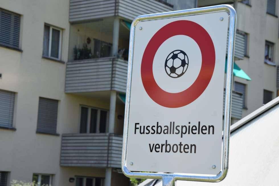 Keine Fussballspiele mehr im Wittenbacher Obstquartier. (© Marco Latzer / Blick)
