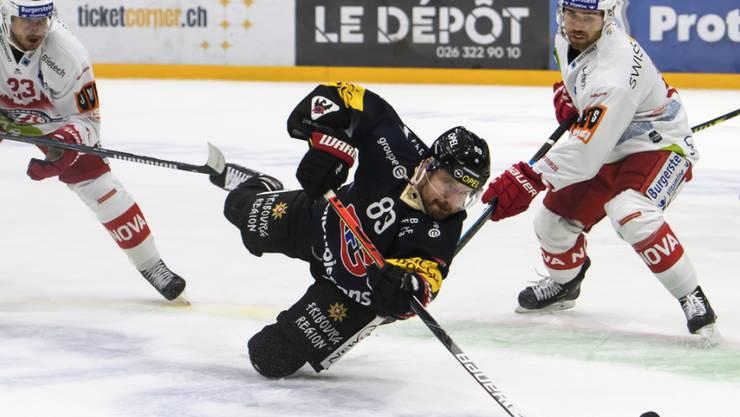 Stürmer Andrej Bykow (Bildmitte) wird Fribourg-Gottéron vier bis sechs Wochen fehlen