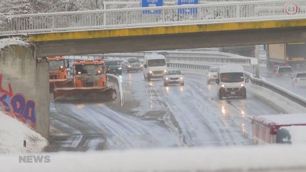 Wintereinbruch in der Region Bern sorgt für Unfälle und Schneeräumungsarbeiten