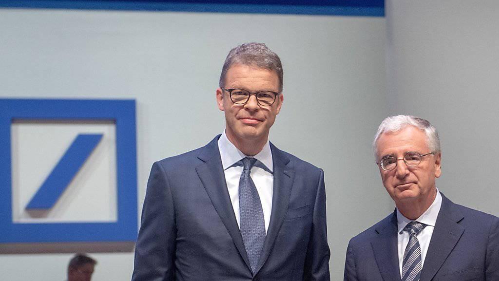 Verwaltungsratspräsident der Deutschen Bank, Paul Achleitner, (rechts) und Deutsche-Bank-Konzernchef Christian Sewing (links) können das Ruder bei dem strauchelnden Geldinstitut nicht herumreissen.