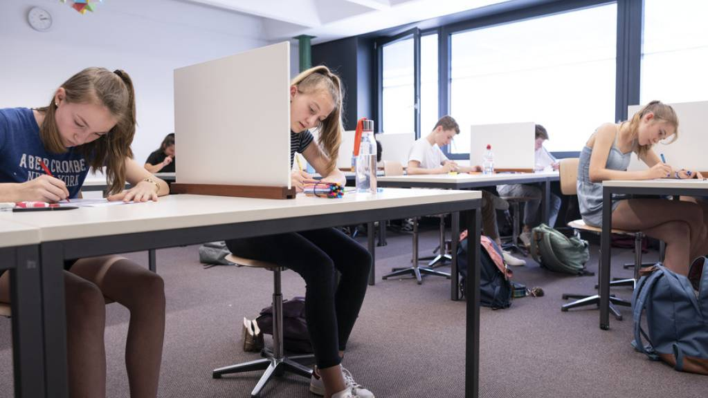 Wie auch alle anderen Zentralschweizer Kantone hat nun auch der Kanton Schwyz entschieden, die schriftliche Maturaprüfung durchzuführen. (Symbolbild)