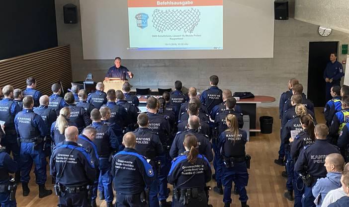 Die Kantonspolizei Aargau war mir rund 130 Polizistinnen und Polizisten im Einsatz.