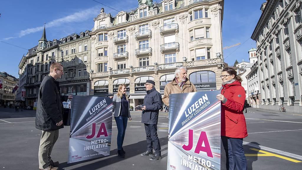 Initianten der «Metro Luzern» werben 2020 für ihr Anliegen: Der Stadtrat will nicht mit Videos in Abstimmungskämpfe eingreifen. (Archivaufnahme)
