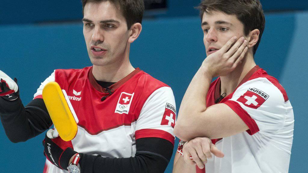 Alle taktischen Winkelzüge nützten nichts: Skip Peter De Cruz (links) und Benoît Schwarz verlieren den Halbfinal gegen Schweden.