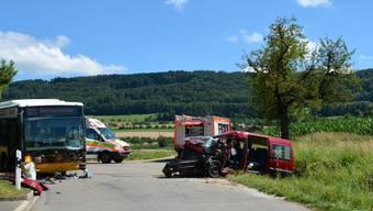 Die Autolenkerin und ein achtjähriges Mädchen mussten mit der Rega ins Spital geflogen werden.