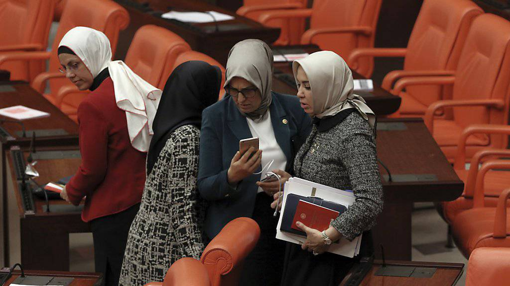 Türkische Abgeordnete während den Beratungen. (Archiv)