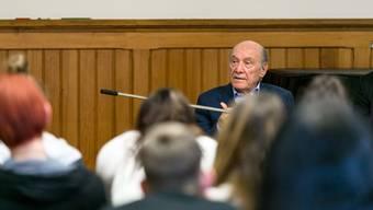 Eduard Kornfeld überlebte Auschwitz und Dachau. Nun war er zu Gast in Aarau, wo ihm hundert Schüler unverblümte Fragen zu seiner Geschichte stellten