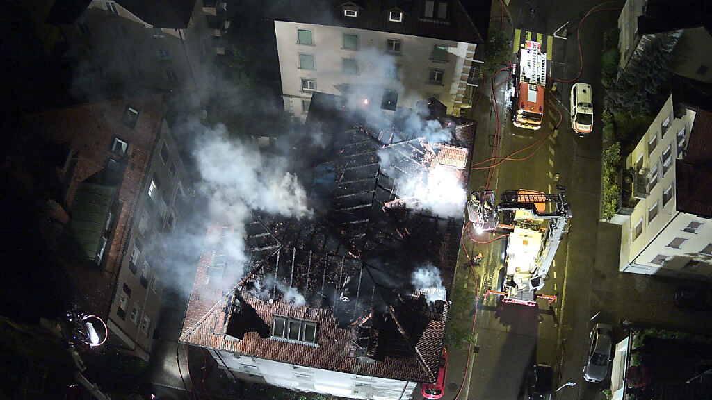 Das Haus mit zehn Wohnungen war nach dem Brand nicht mehr bewohnbar.