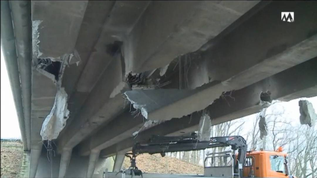 A1-Brücken-Crash - Bagger-Chauffeur erhält nur Busse