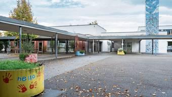 Blick in die Schulanlage Lenzhard mit dem Oberstufenzentrum und der Heilpädagogischen Sonderschule (HPS).