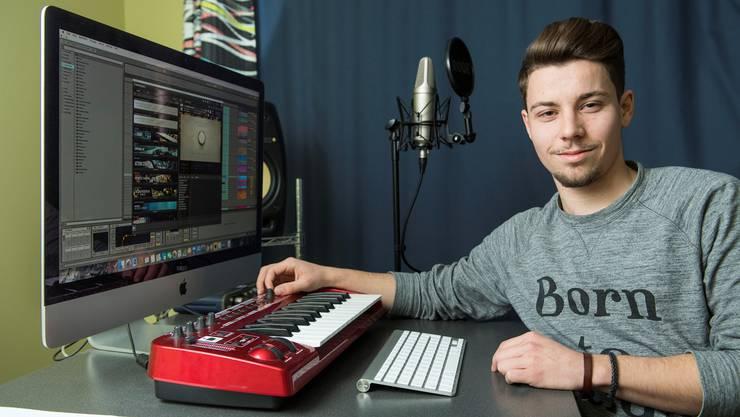 Ricky Schneider produziert mit diesem Keyboard seine Musik. Alex Spichale