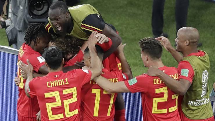 Jubelnde Belgier nach dem Treffer zum 1:0 durch den jungen Adnan Januzaj.
