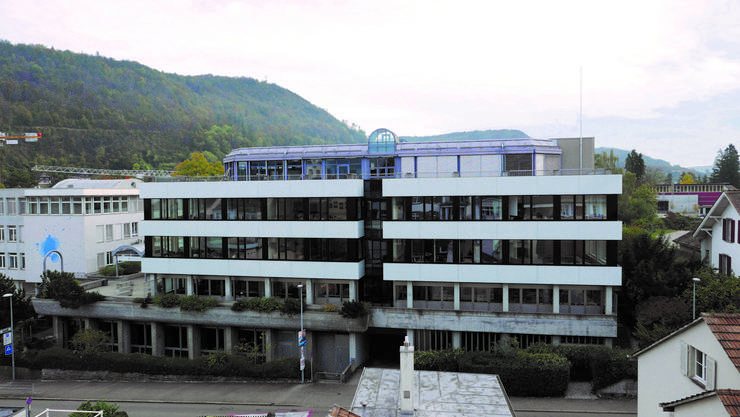 So sieht das Schulhaus des Kaufmännischen Verbands von der Altstadt her heute aus. (zvg)