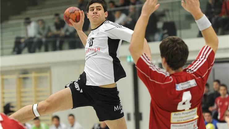 Ein Überflieger? Seppi Zuber setzt voll aufs Handballspielen und investiert dafür viel Zeit und Energie.awa