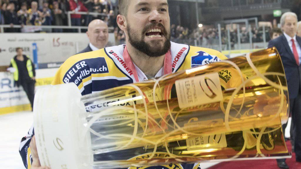 Stefan Tschannen mit dem Pokal der Begierde