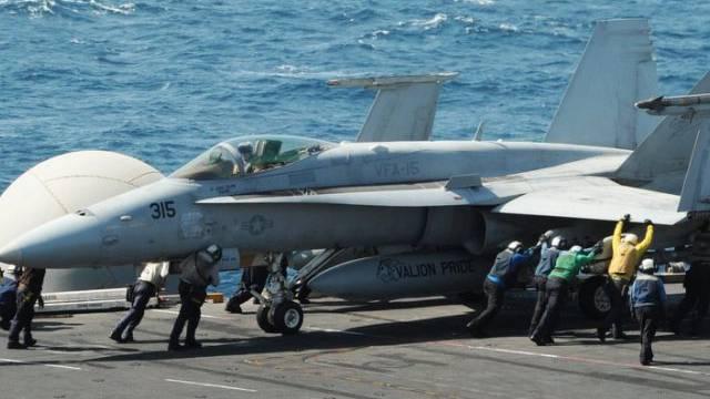 F18-Jet am Freitag auf der USS George H.W. Bush im Arabischen Golf