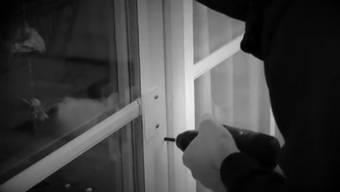 Der als Fensterbohrer berüchtigte Einbrecher ist nun hinter Gitter. Nach einer aufwändigen Suche wurde er in Luzern auf frischer Tat ertappt.