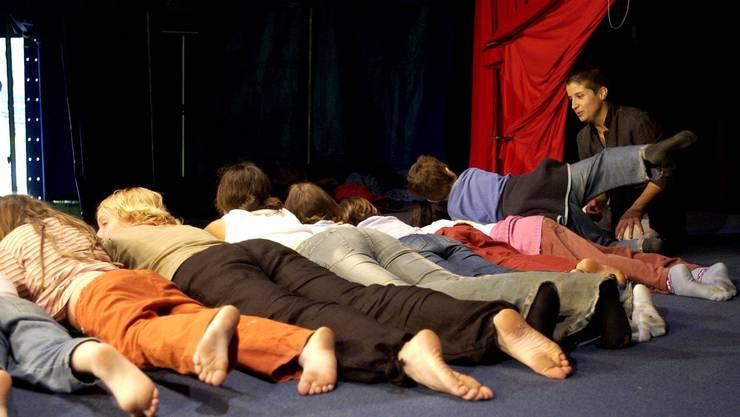 Schüler des heilpädagogischen Schulzentrums Solothurn proben für eine Zirkusaufführung.