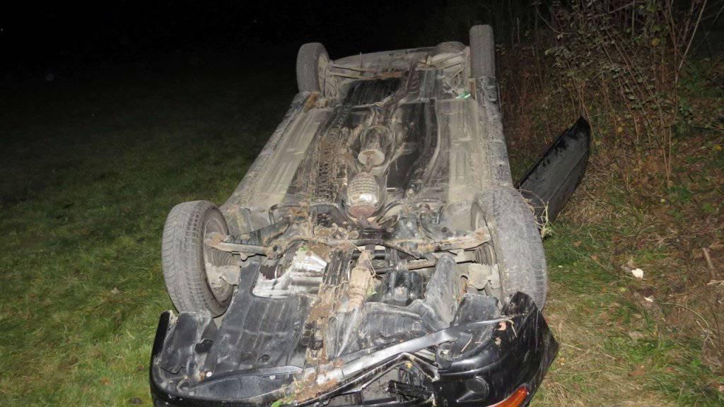 Aus diesem Wrack konnte sich die Fahrerin nach dem Unfall selbst befreien.