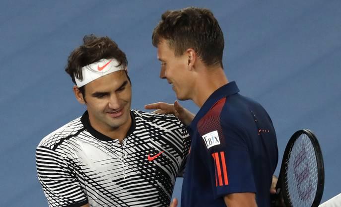 Federer liest das Spiel des Tschechen, als wäre es ein offenes Buch. Während er bei seinem Spiel wenig auszusetzen hat, kritisiert er Berdych: «Er hat sehr schwach retourniert. Von einem Top-Ten- Spieler hätte ich schon mehr erwartet», sagt Federer nach der Demontage.