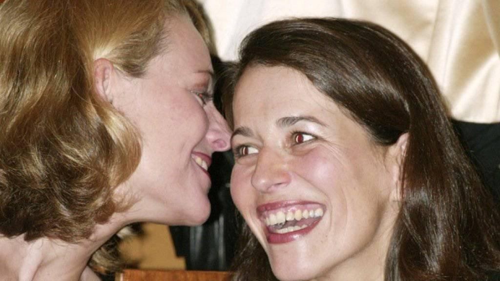 Die deutsche Moderatorin Anne Will (rechts) hat ihre langjährige Partnerin Miriam Meckel geheiratet. (Archivbild)