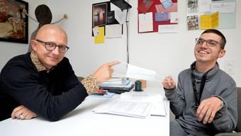 Heimleiter des Discherheim Stephan Oberli und Bewohner Ismail Redzepi.