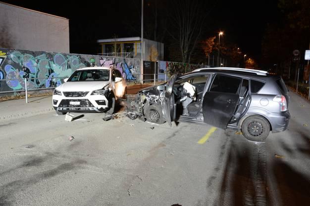 Alle vier Personen in den Autos mussten ins Spital.