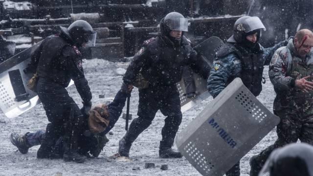 In Kiew wurden dutzende Demonstranten festgenommen (Archiv)